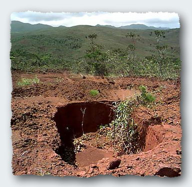 The mysterious hole, about 2.5 meters deep, on the top of the Magic Mountain ©